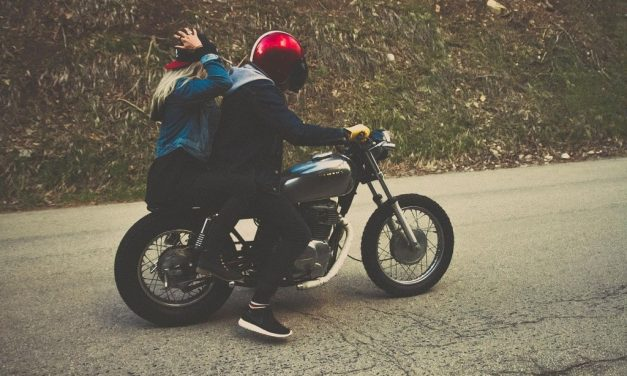 Quel support téléphone moto pour un road trip en Bretagne?